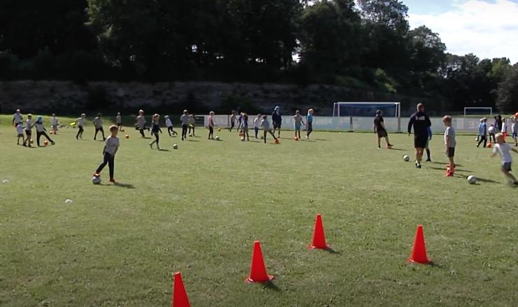 VIDEO: Jalgpallihuvilisi lapsi oodatakse suvistesse päevalaagritesse
