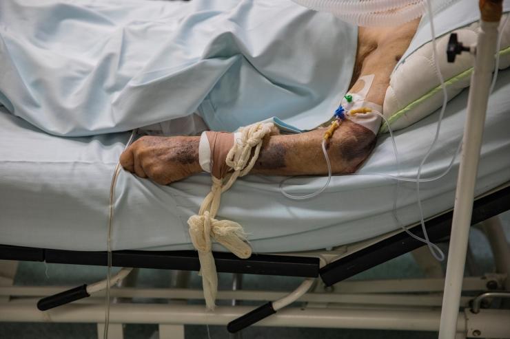 TÜ Kliinikum taastab viiruse leviku tõttu osaliselt piirangud