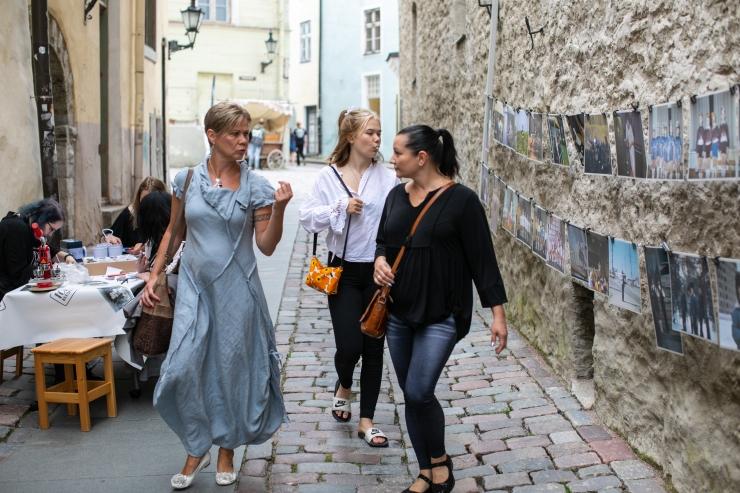 GALERII JA VIDEO! Fotomuuseum avas sünnipäeva puhul raekoja taga fototänava