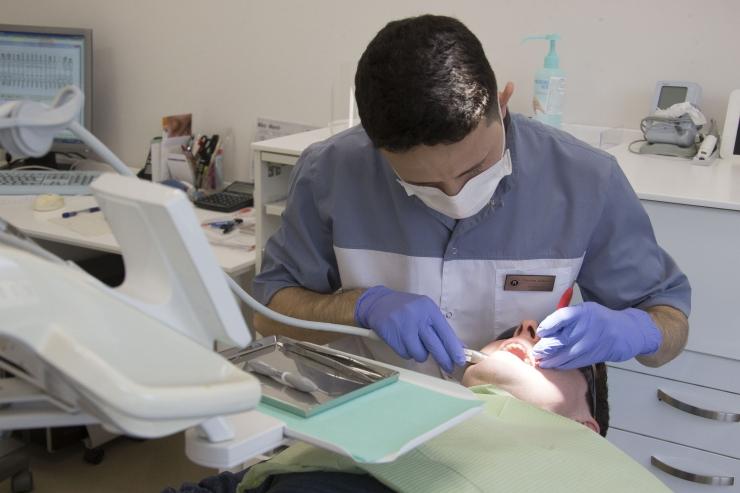 Inimesed tõttavad eriolukorra ajal lagunenud hambaid tohterdama