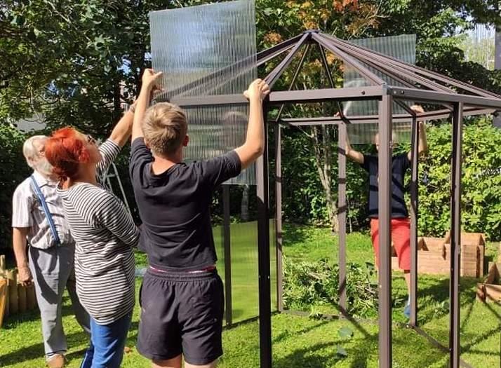 VIDEO: Kristiines rajati roheline kogukonnaaed sotsiaalmaja hoovi