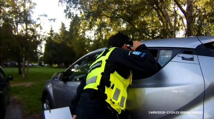 """VIDEO! Mupo ja politsei """"piilusid autodesse"""" varguste ennetamiseks"""