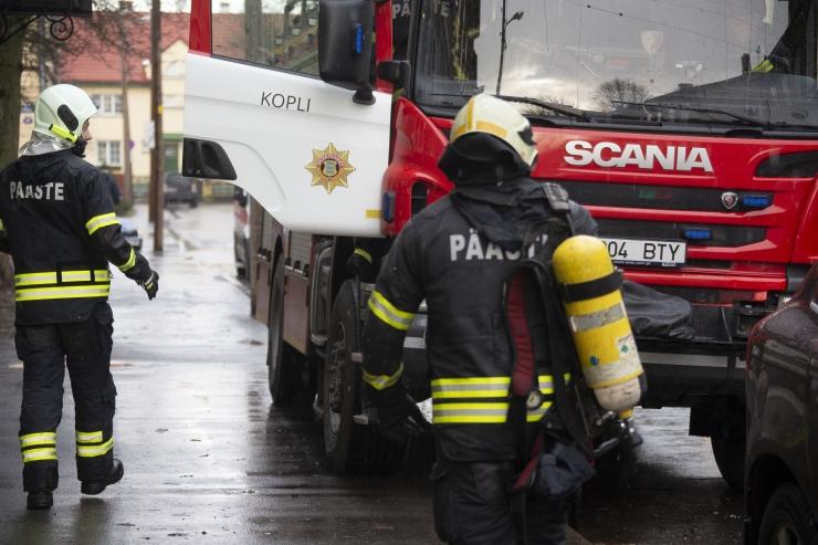 Seljametsa jäätmejaama põleng kustutati ja liiklus avati