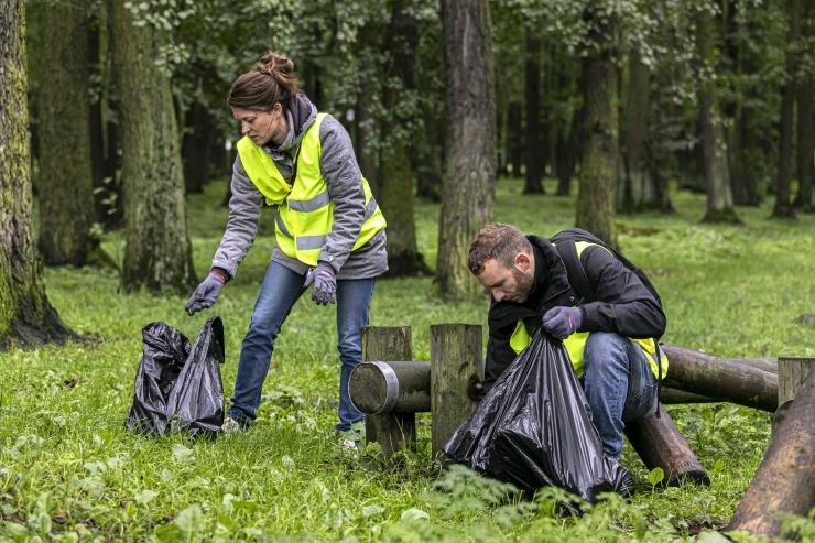 Maailmakoristuspäev Põhja-Tallinnas: saatkonnad koristavad Kopliranda ja sukeldujad Noblessneri sadamat