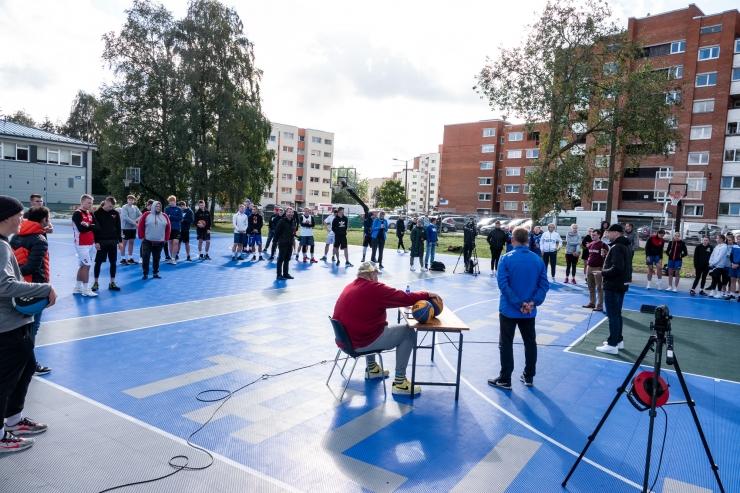 GALERII! Kristiine uhiuued väliväljakud toovad elanikud õue sporti tegema