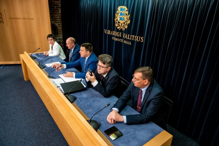 VAATA OTSE! Valitsus otsustas täiendavalt uurida Estonia laevahukku ja panustada viirusetõrjesse