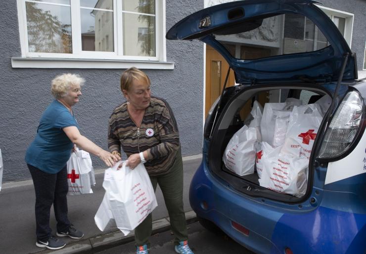 FOTOD JA VIDEO! Kauplustes kogutud annetustega aidatakse 200 Tallinna peret
