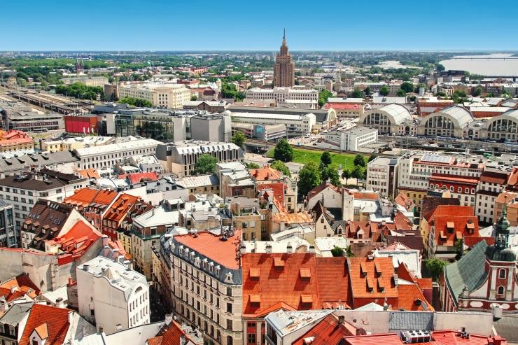 Lätis piiratakse kogunemist eraüritustele ja restoranidesse
