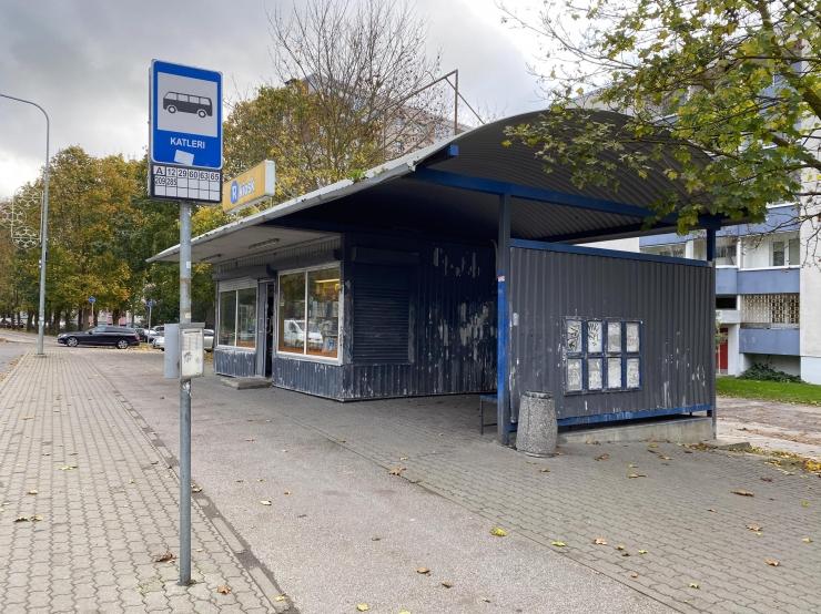 VIDEO! Lasnamäelt kaovad vanad kioskitega ühendatud bussiootepaviljonid