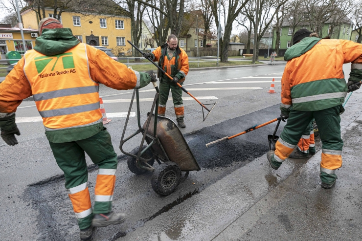 Torustiku ehitus häirib liiklust Tallinnas Alevi tänaval