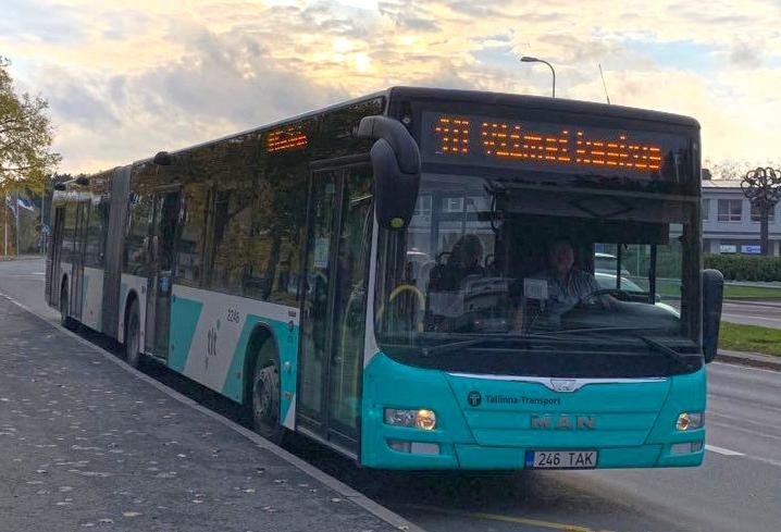 VIDEO! Bussiliini nr 1A kasutajad saavad liigendbussidega ruumi juurde