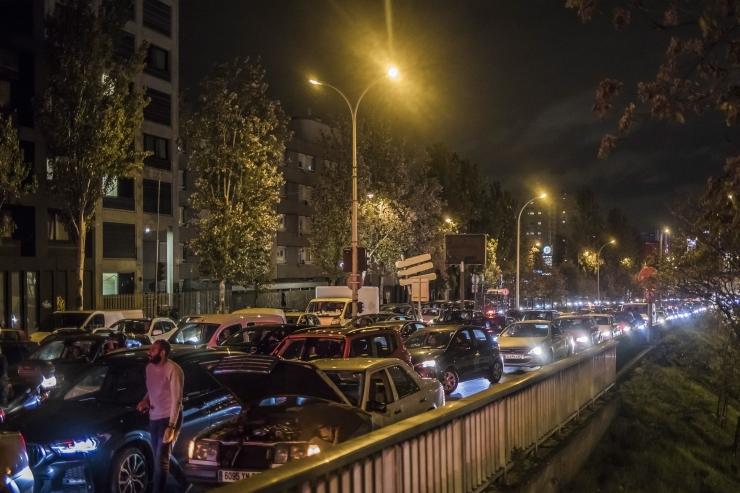 VIDEO! Rekordarvulised liiklusummikud: pariislased pagevad linnast koroona teise laine eest