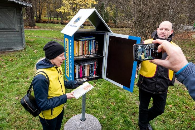 VIDEO JA GALERII! Kristiines Löwenruh` pargis avati tänavaraamatukogu
