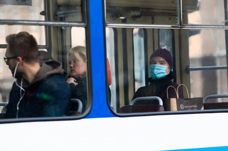 VIDEO! Ühistranspordis peavad maskikandmise nõudest lugu vähem kui pooled reisijad