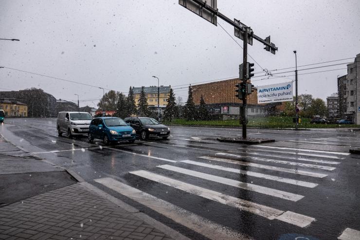Kindlustus või autoomanik: kes katab libeduse tõttu tekkinud kahjud, kui talverehvid pole veel kohustuslikud?