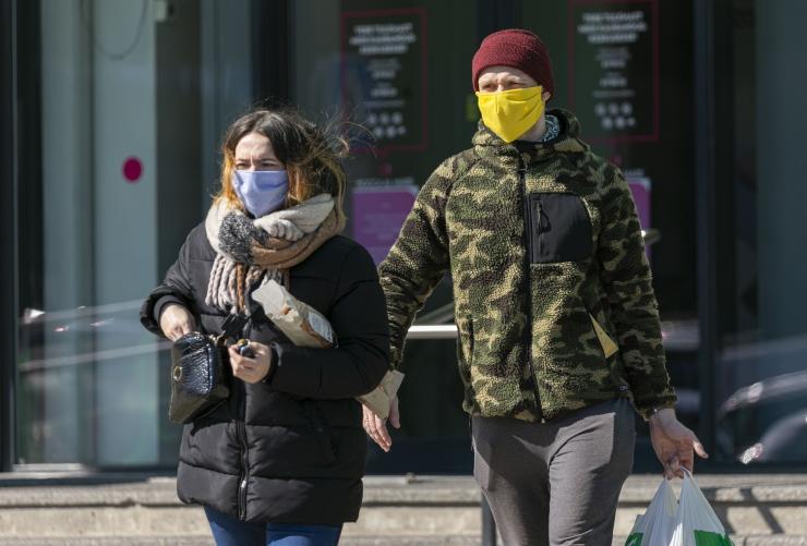 Viimase ööpäevaga lisandus 364 positiivset testi, esmaspäevast on maskid avalikes siseruumides kohustuslikud